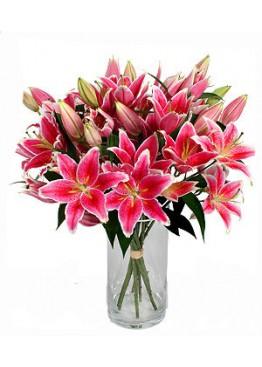 19 розовых лилий в вазе