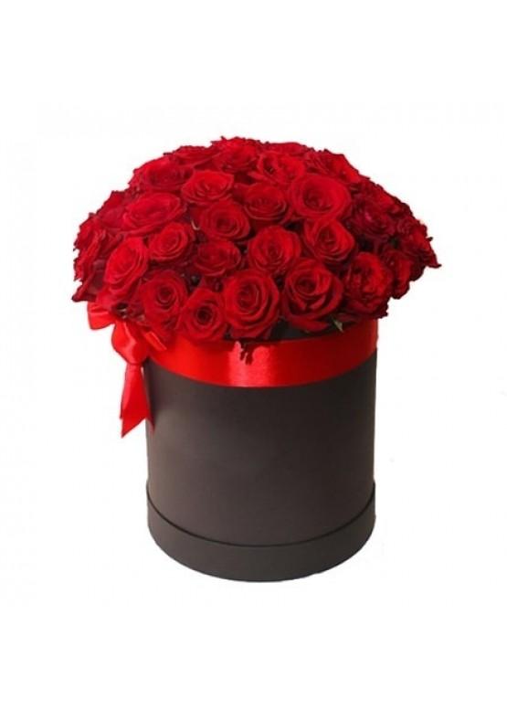 39 красных роз в коробке